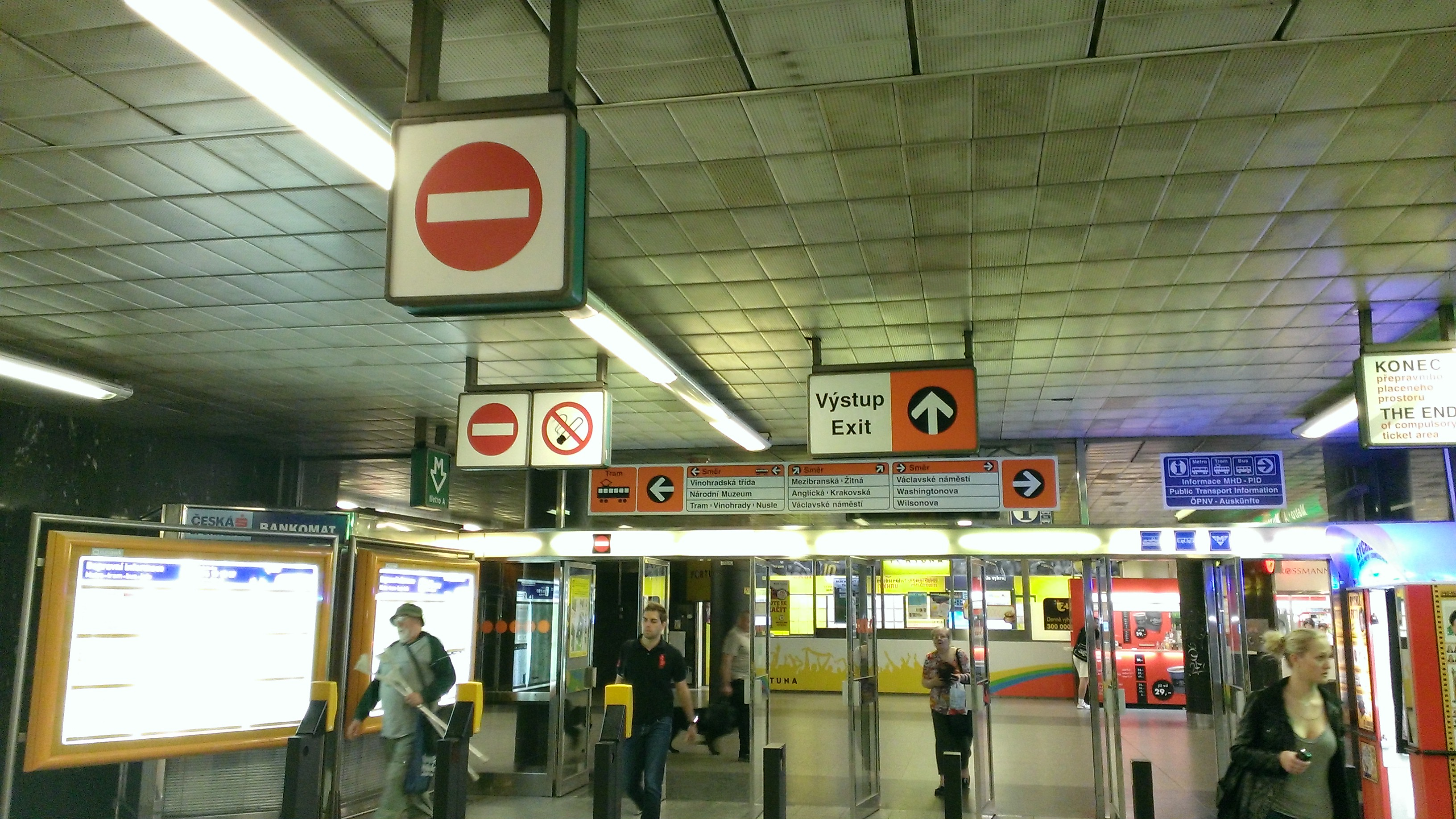 Conflicting Signs in Prague Metro